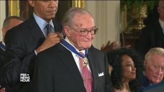 'I am the president, he is the Boss': Obama pays tribute to, jokes with Medal of Freedom recipients
