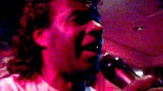 Dennis Isidora  zingt merengue in Teteringen