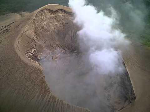 sobre el crater del volcan Telica en Nicaragua