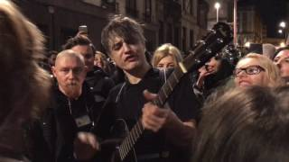 The Boy Looked At Johnny (The Libertines cover) - Pete Doherty live in the streets of Brussels @Cir