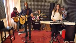 Rustin Dust - Esti mai frumoasa cand plangi (cover Vita de Vie)