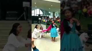 increíble actuación de niña cantando Let it Go !