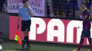 Villarreal 2-3 FC Barcelona DANI ALVES EATS BANANA