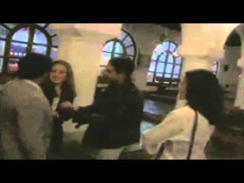 Entre Comillas de Dario Gomez Letra y Video