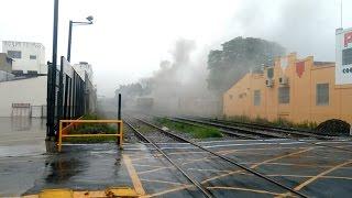Fumaça em vagão de trem chama atenção no centro de Pinda