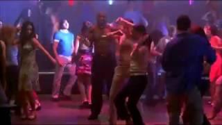Latrell dançando com o apito - As Branquelas