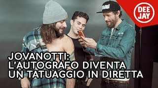 Sorpresa a Jovanotti: l'autografo diventa un tatuaggio