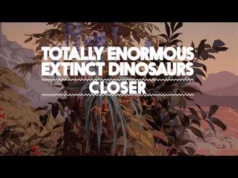 totally-enormous-extinct-dinosaurs-closer-teedinosaurs