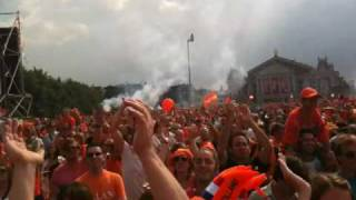 Opkomst Nederland op Jordan & Baker - Explode Museumplein.MOV