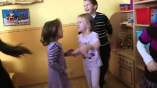 2012.11.29. Napocska csoport énekel Nikinek - Ma van a szülinapom!