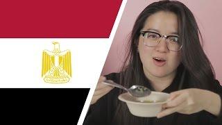 أجانب يتناولون الطعام المصري لأول مرة - مترجم عربي