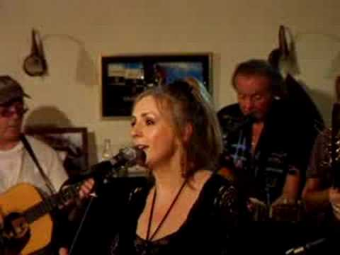 clannad-down-by-the-sally-gardens-live-sept-08-dubhy63