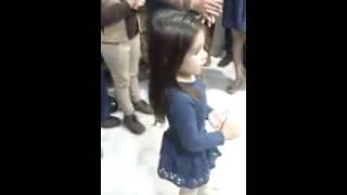 niña de jerez cantando y bailando por bulerias