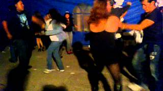bailando guarapera con los amigos