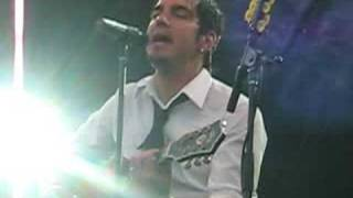Adam Gontier singing Alice In Chains' Rooster - Bluesfest