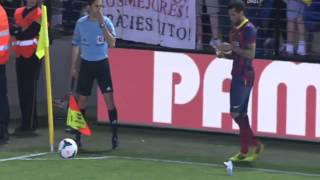 Dani Alves eat a banana thrown from the stands Villareal vs Barcelona  2014