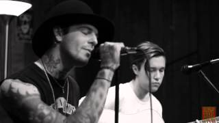 102.9 The Buzz Acoustic Session: The Neighbourhood - Female Robbery