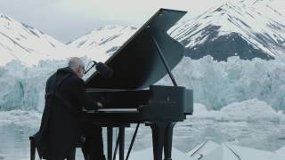 Greenpeace holds a historic performance with pianist Ludovico Einaudi on the Arctic Ocean (English)