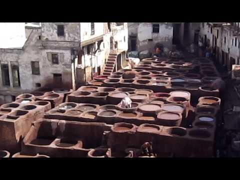 Marruecos FEZ – Los artesanos tiñen las telas y curten el cuero 02/08/2009