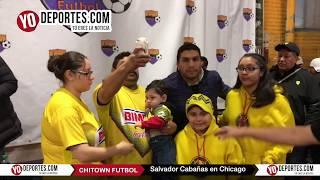 Cientos saludaron y se tomaron foto con Salvador Cabañas en Chitown Futbol de Chicago