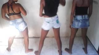 As Meninas Dançando Paratimbum