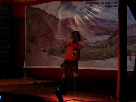 Dance performance at Kagbeni 3/ Nepali kid