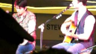 Boyce Avenue - Umbrella (Live at SM Megamall)