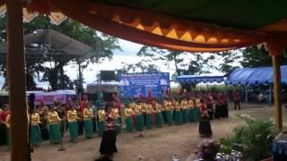 Chants et danse traditionnels de Central Sulawesi au Festiv
