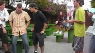 Tiago e a dança do sabonete.