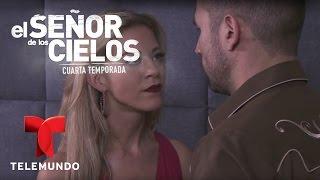 El Señor de los Cielos 4 | Aurelio intenta seducir a Mónica | Telemundo Novelas