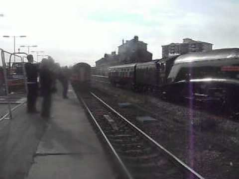 60009 'Union of South Africa' pass through Wakefield Kirkgate