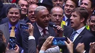 Tiririca arranca risadas na votação e vota SIM pelo impeachment de Dilma