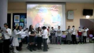 Tzvi's class singing Zaida's song