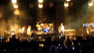 Kings of Leon, radioactive, live at Slane 2011