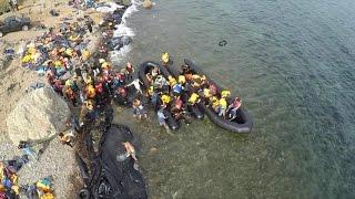 Drones mostram dramática chegada de migrantes após travessia entre Turquia e Grécia