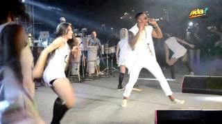 Leo Santana - Bota o Bum Dela no Paredão (Ao Vivo no Baile da Santinha 2017) FULL HD