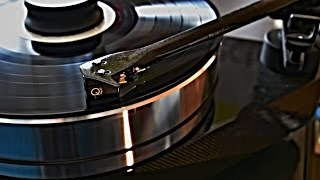 Pro-Ject RPM 10 Carbon - Turntable - MSRP € 2990,00 and PASSION ORCA by Acoustique Quality