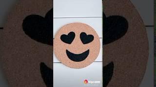 Mouse Pad de emoji feito com cortiça 😍