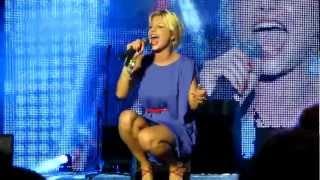 """Emma Marrone canta """"Cercavo Amore"""" al Battiti live 2012 a Lecce"""