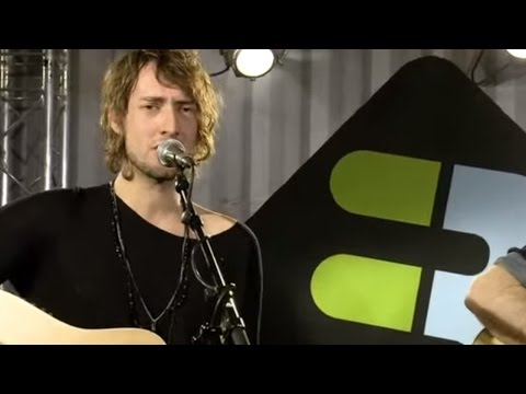 kensington-3onstage-acoustic-session-kensingtonband