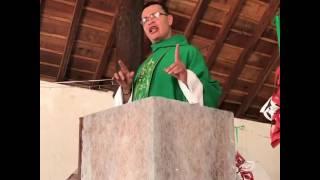 El sacerdote feliz que revoluciona las misas con canto vallenato