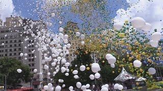 50.000 balões colorem o céu de São Paulo para disser adeus a um ano de crise