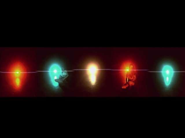 "Videoclip oficial de la canción ""Vértigo"" de Sharon Bates."