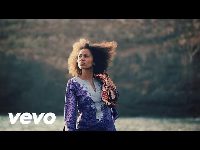 Videoclip de la canción Shining Star de Nneka
