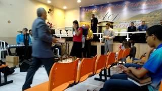 Clarisse Gouveia - Louvando na Assembléia de Deus (Ministério Ipiranga)