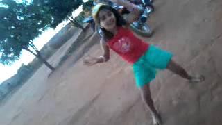 Menina de 5 anos dançando o lepo lepo como ninguem