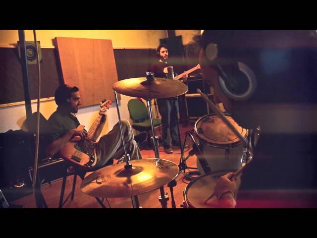 Vídeo de The Island Defenders en el estudio.