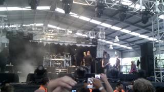 Staind outside Soundwave with Fred durst