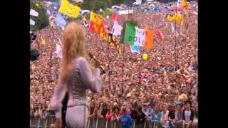 """Dolly Parton sings """"Here you come again"""" at Glastonbury"""