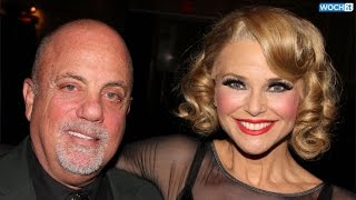 "Billy Joel Sings ""Uptown Girl"" To Christie Brinkley In Front Of Ryan Reynolds, Blake Lively"